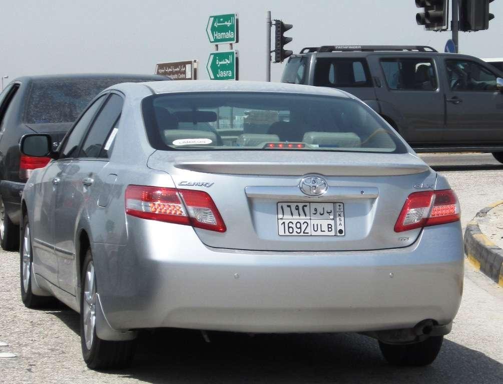 Saudi-auto Bahrainissa - puolet vierailijoista Bahrainissa ovat Saudi-Arabiasta