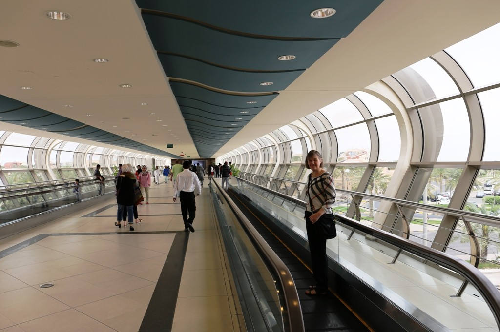 Tämä ei ole lentokentältä vaan ostoskeskuksesta - mitä sitä turhaan kävelemään