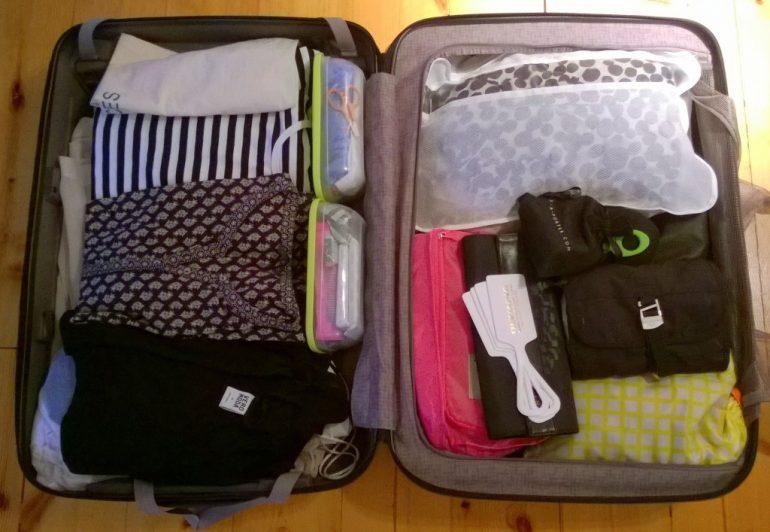 Matkalaukku pakattuna