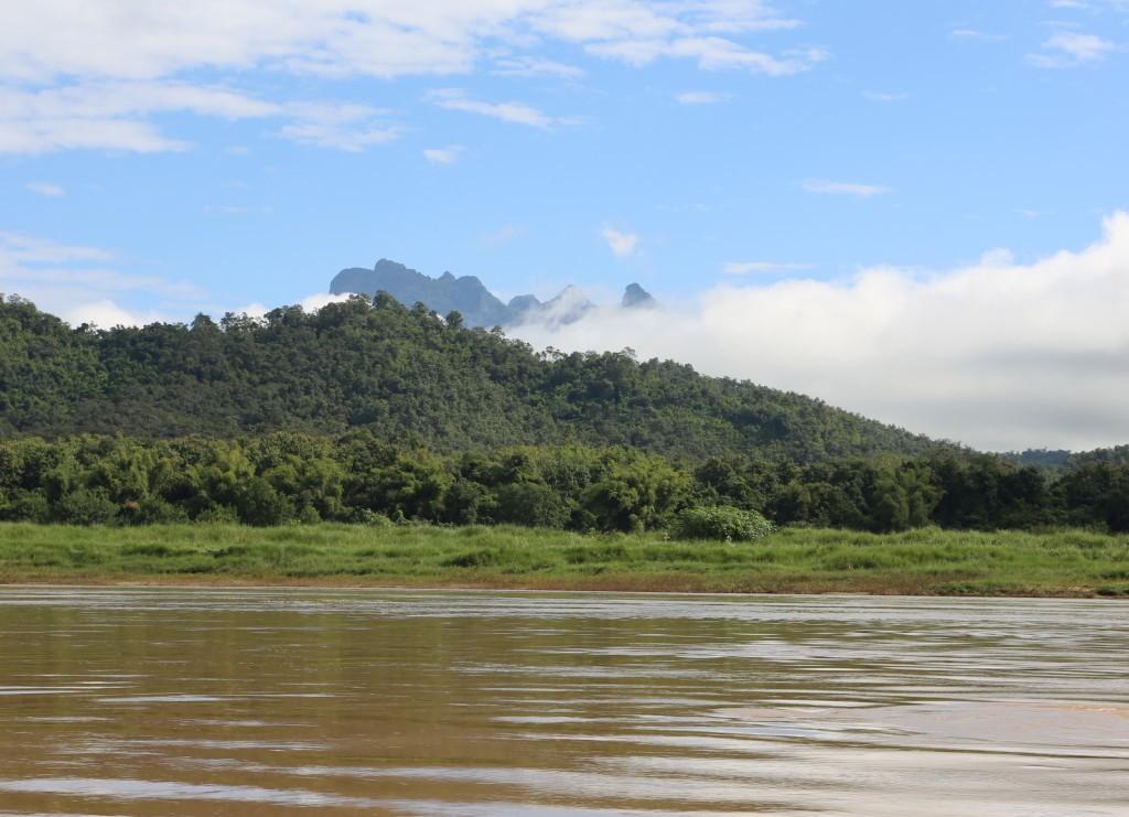 Mekong-joelta Vientianeen