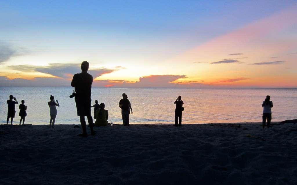 Auringonlasku Seligan Islandilla, Borneolla, Filippiinien rajalla