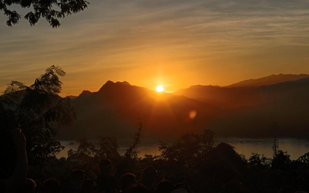 Auringonlasku Luang Prabangissa, Laosissa