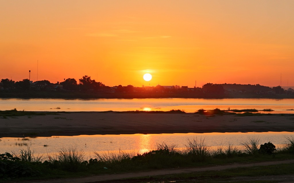 Auringonlasku Mekong-joella, Vientiane, Laos