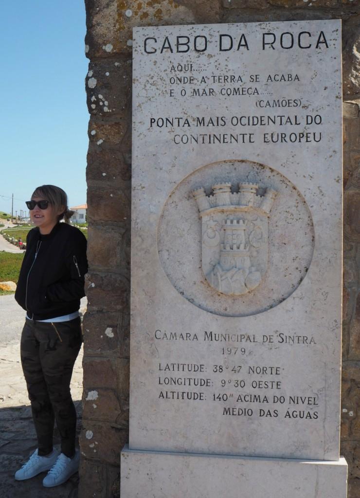 Capo da Roca ja turisti tuulen suojassa