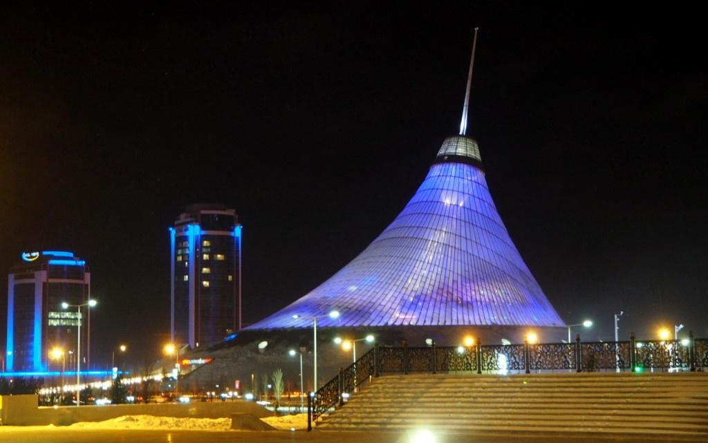 Astana Khan Shatyr by night