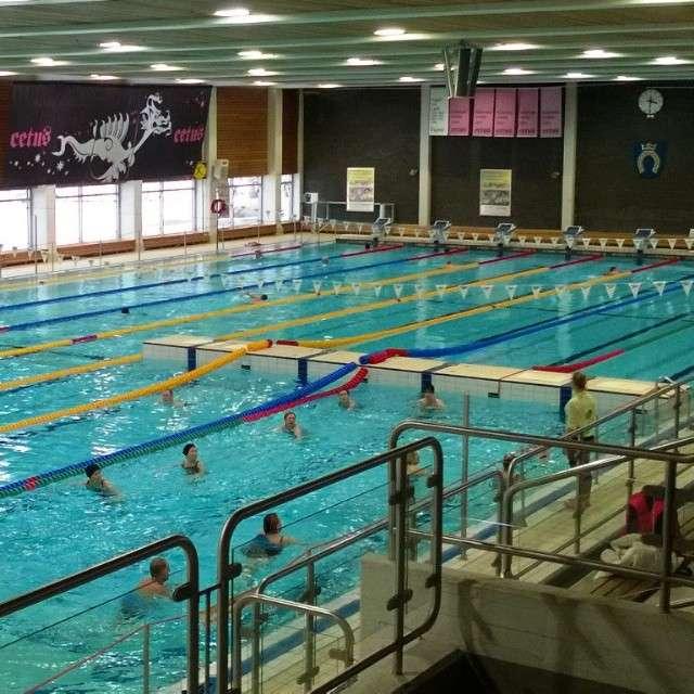 Vesitreeni Espoonlahden uimahallissa