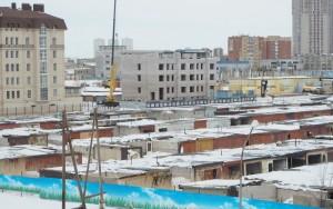 Astana Akbulak-hotelli näkymä vanhoille autotalleille