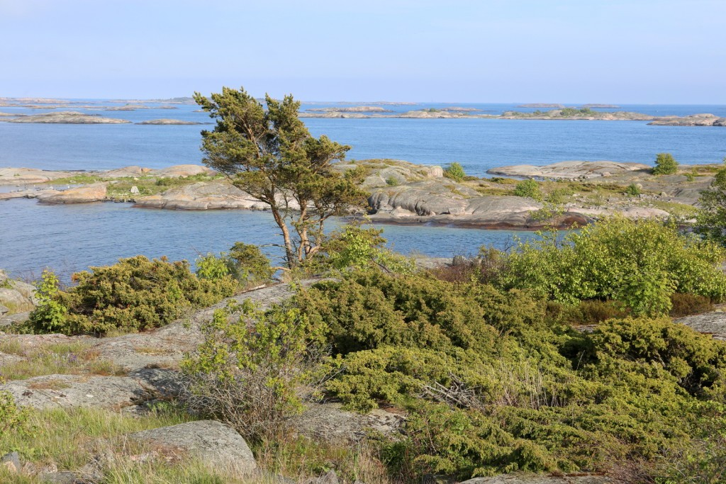 Näkymä saaren etelärannalta Örön linnakesaari