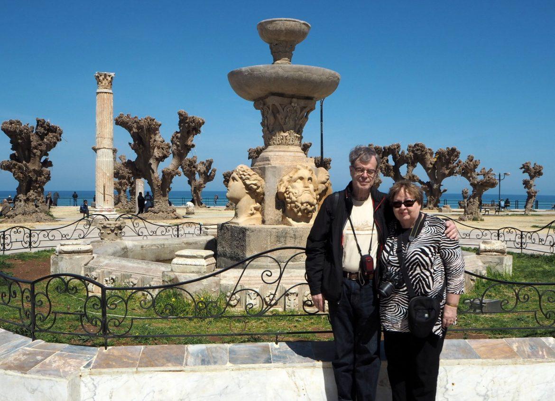 Runoilja ja vaimo Cherchellissä Algeriassa