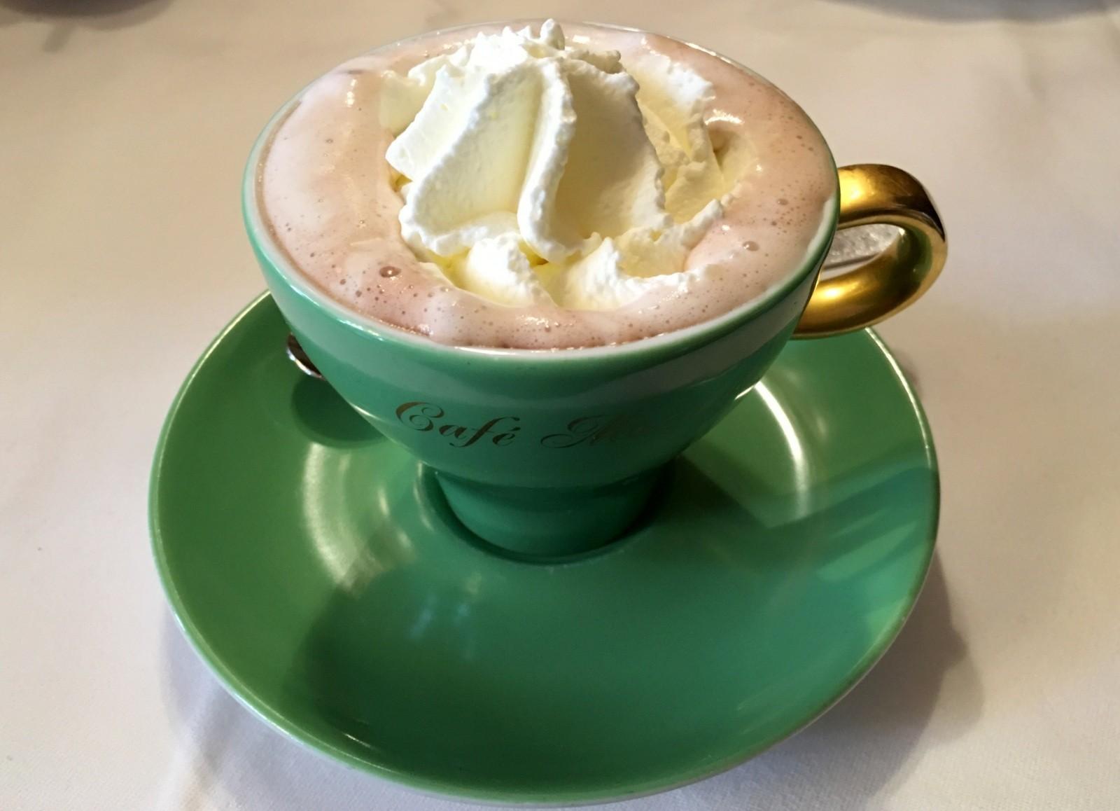 Kaakao kermalla Cafe Mozart Wien