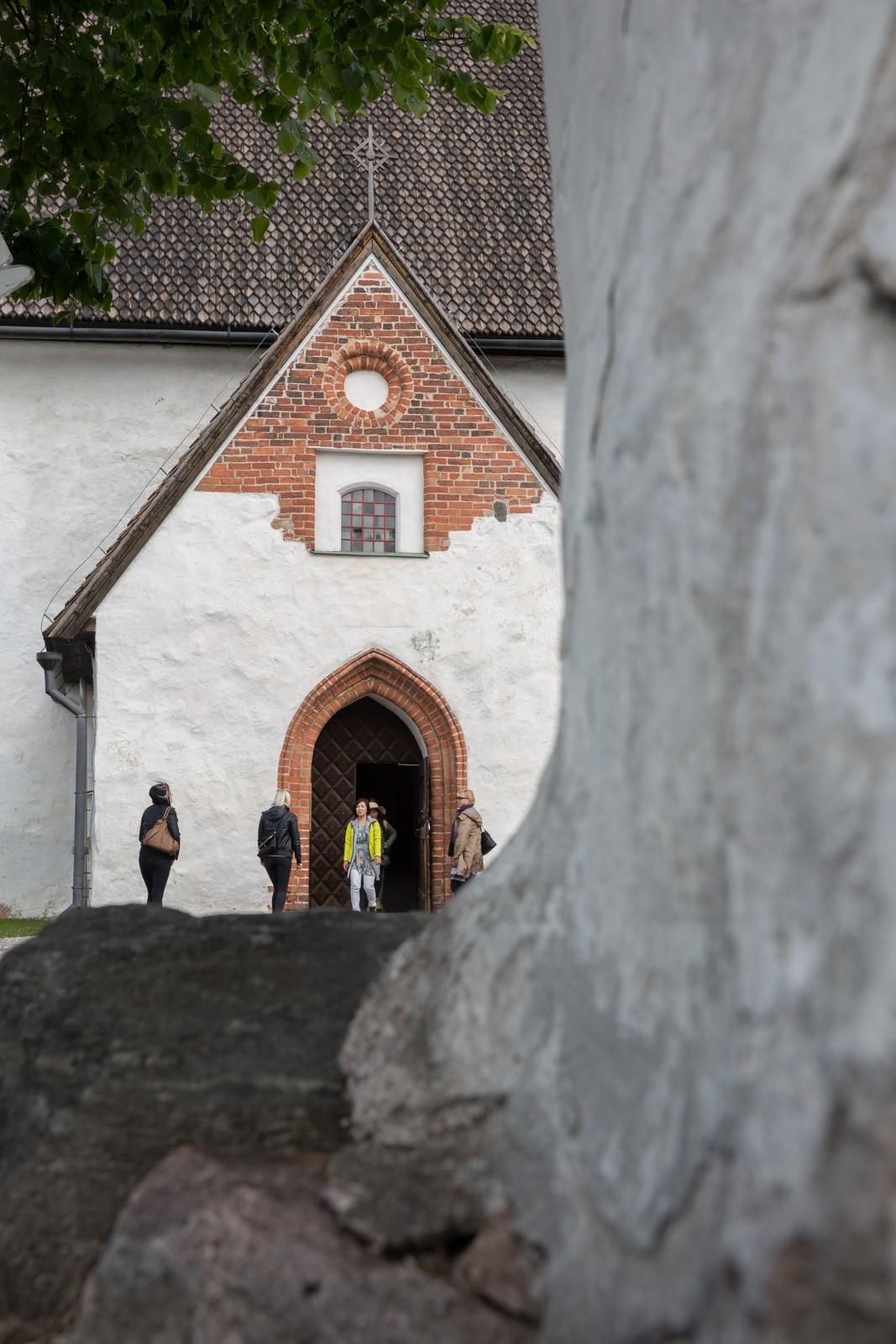 Kuvakulma, kirkko - Annika Segerstråle-Lötjönen