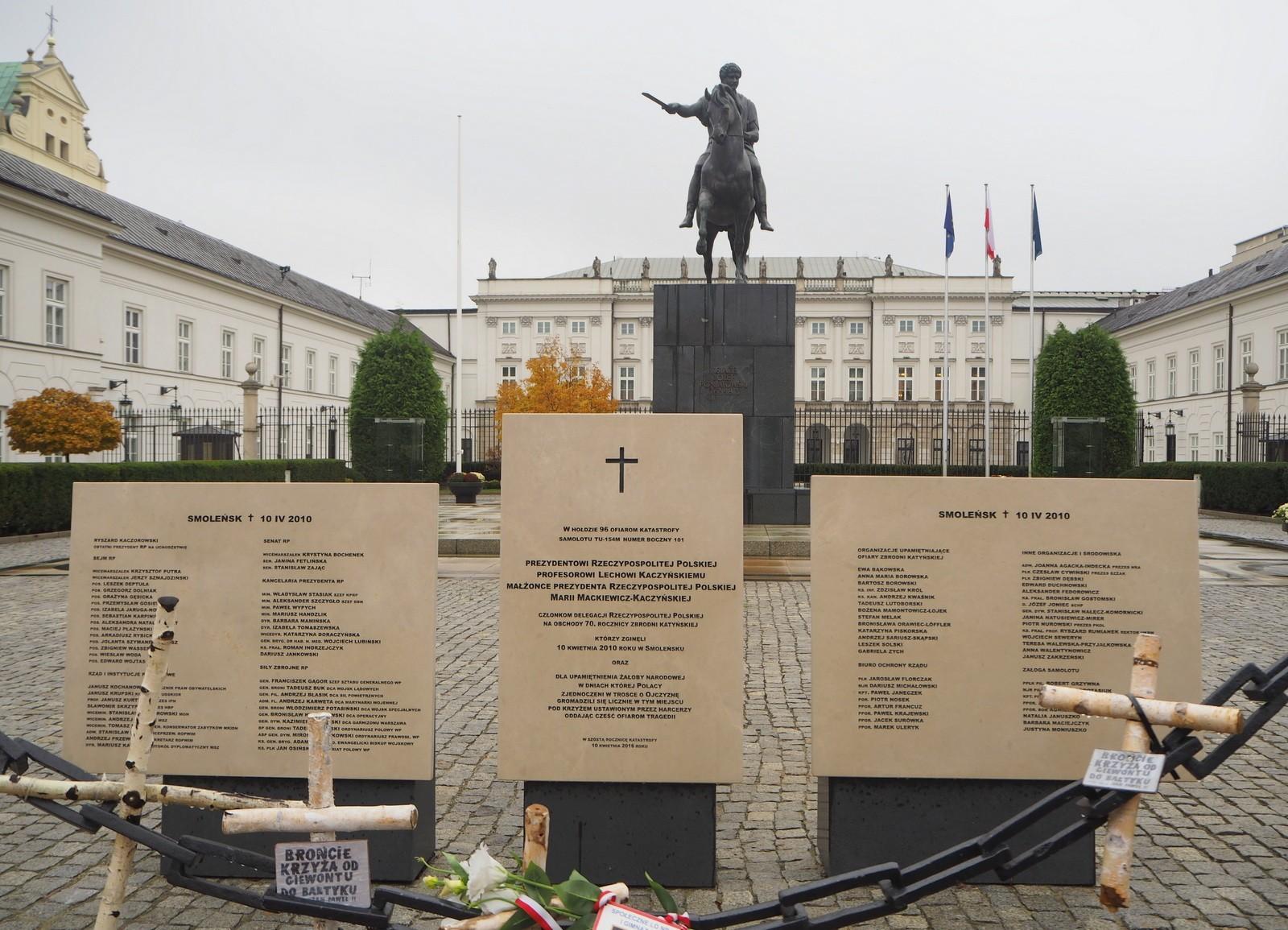 Presidentin palatsi ja Smolenskin lento-onnettomuus Varsova
