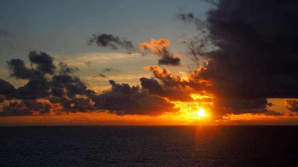 Auringonlasku Intian valtamerellä