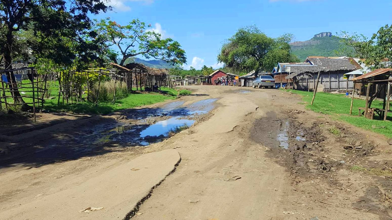 Tsingy Rouge Madagaskar tie road