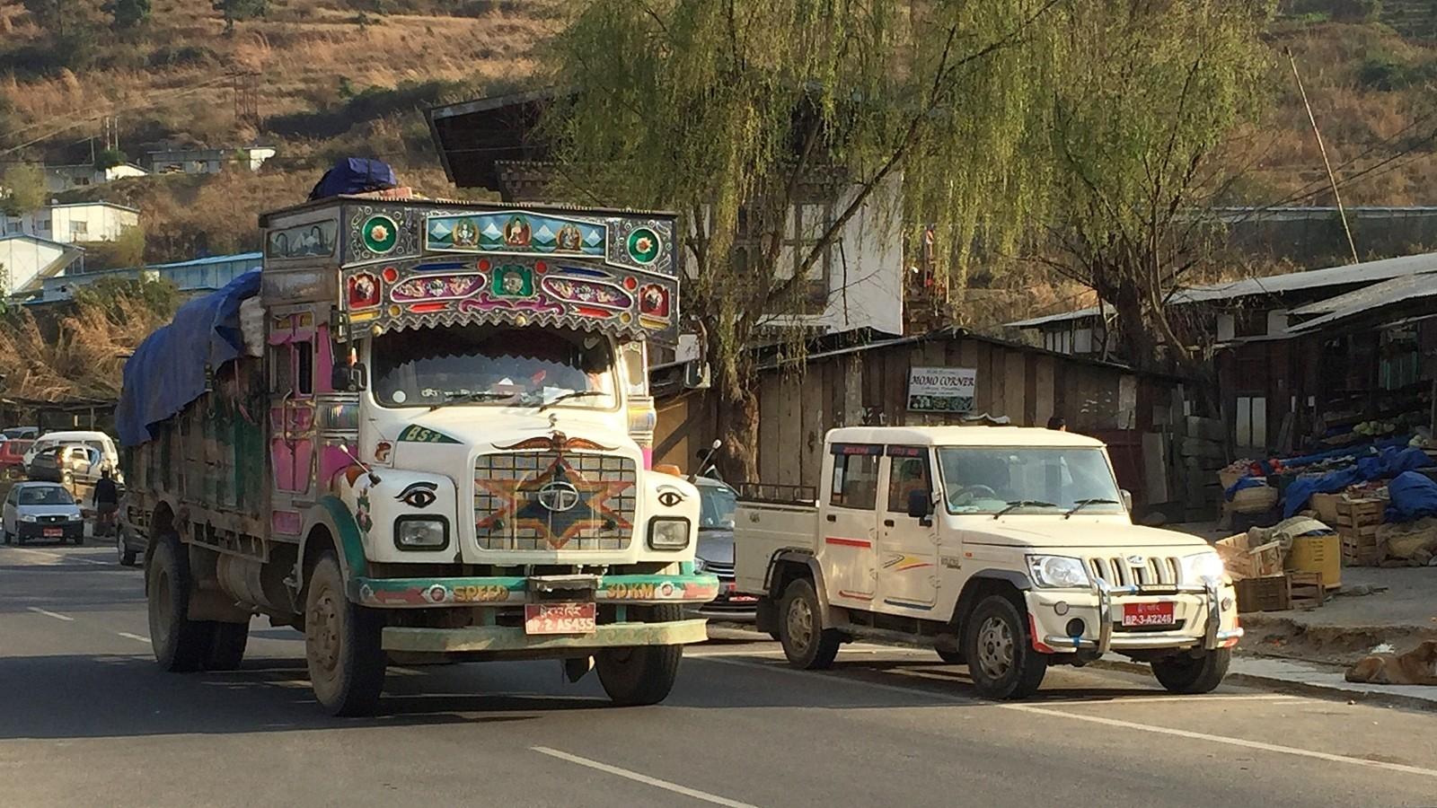 Kuorma-auto Punakhassa