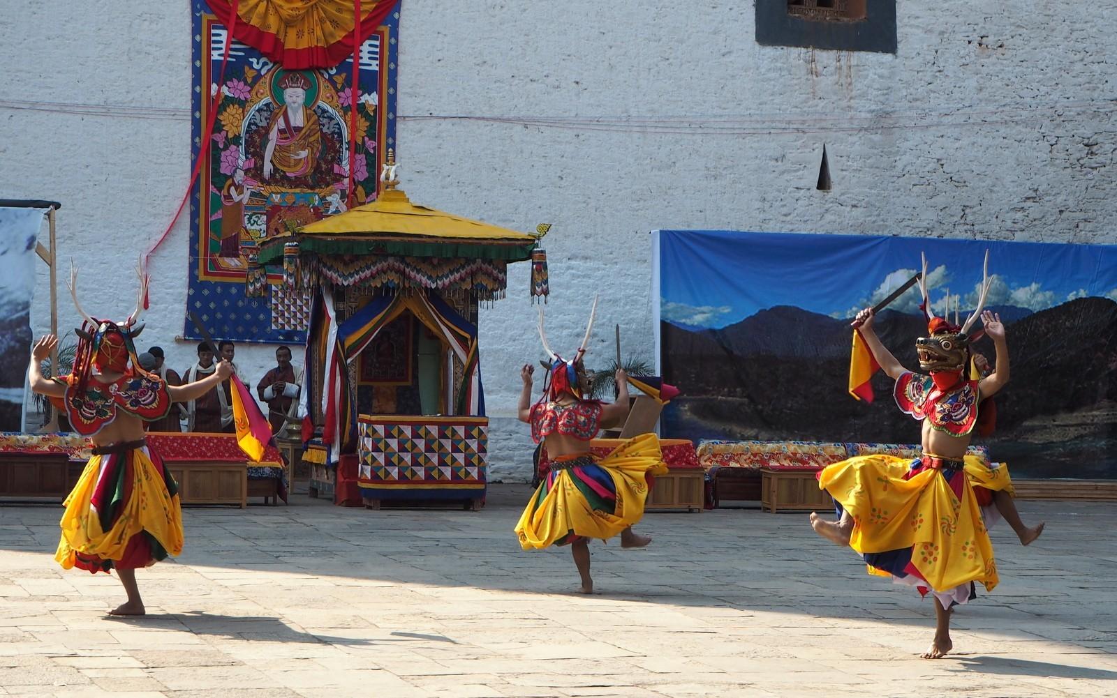Punakha tansseja
