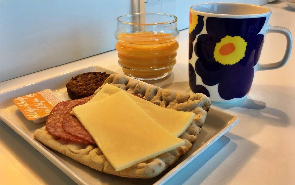 Finnair Lounge aamupala