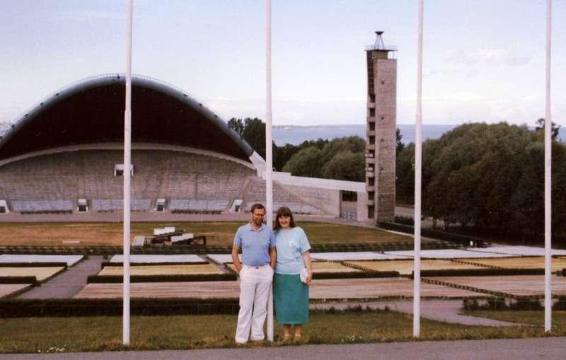 Laululavan edessä Tallinna 1986