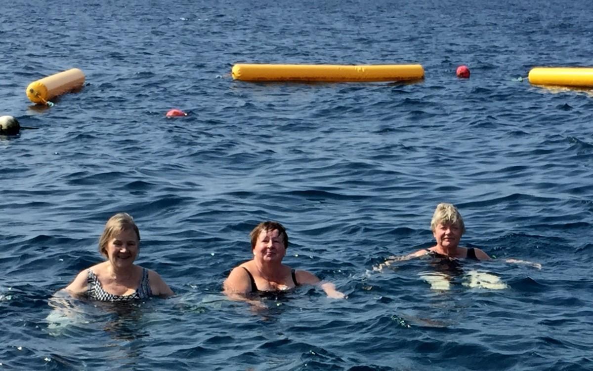 Uimassa Punaisessameressä Jeddassa
