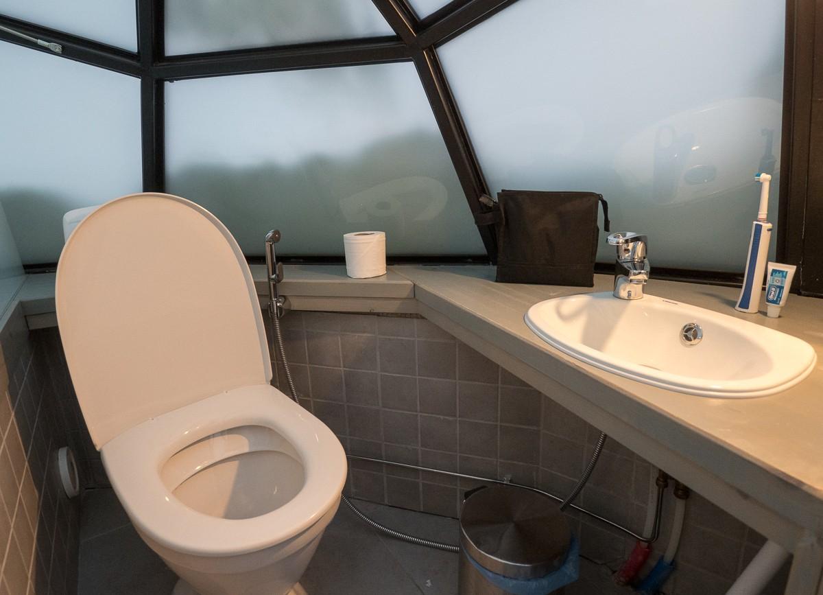 Kakslauttanen lasi-iglu mini-wc