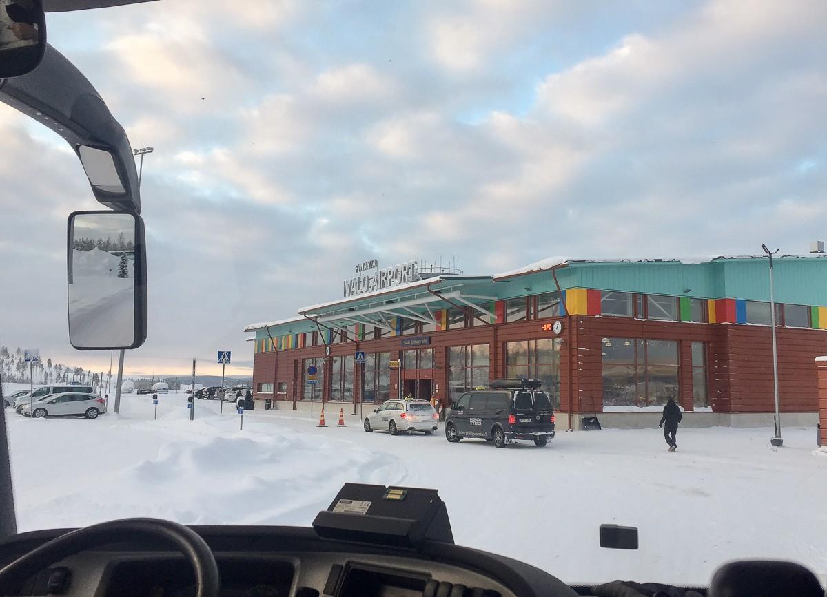 Kakslauttanen bussilla Ivalosta