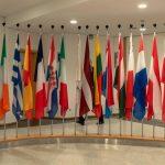 Lounasleipäjonossa EU-virkamiesten kanssa