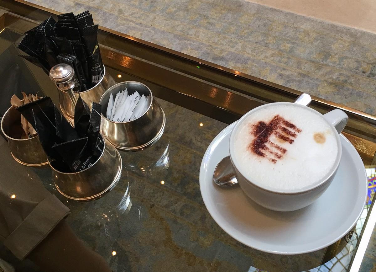 Hotel Adlon kahvila