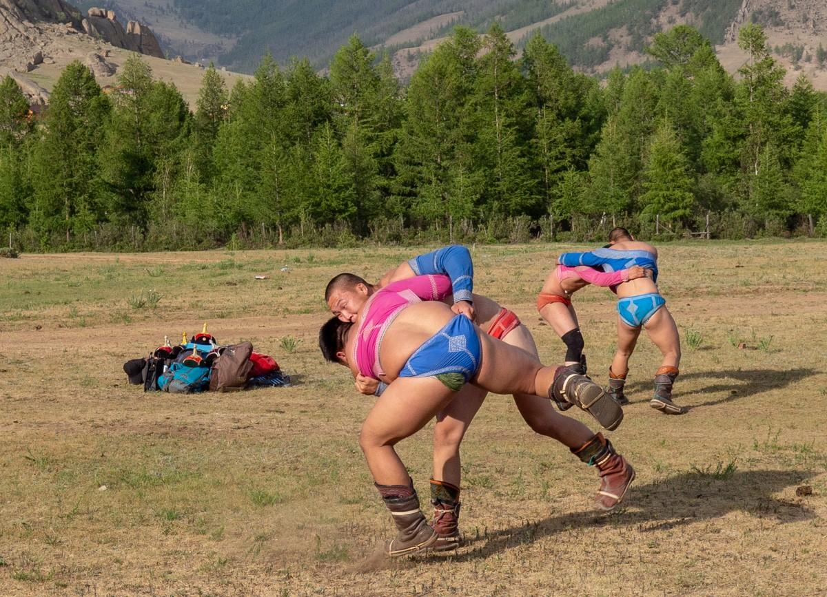 Mongolialaista painia