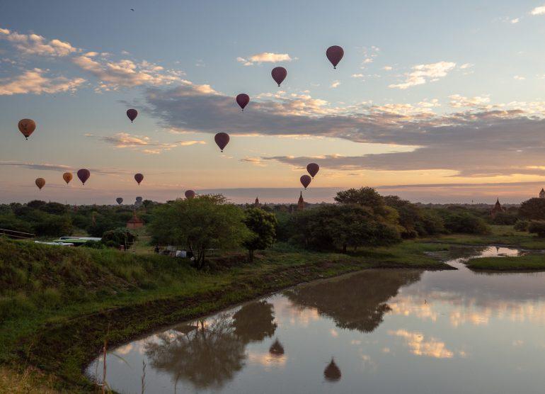 Auringonnousu Bagan Myanmar
