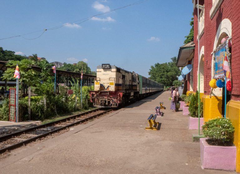 Circular Train Yangon - tärkeimmät nähtävyydet