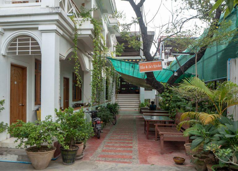 Ma Ma Guest House Mandalay Myanmar kustannukset