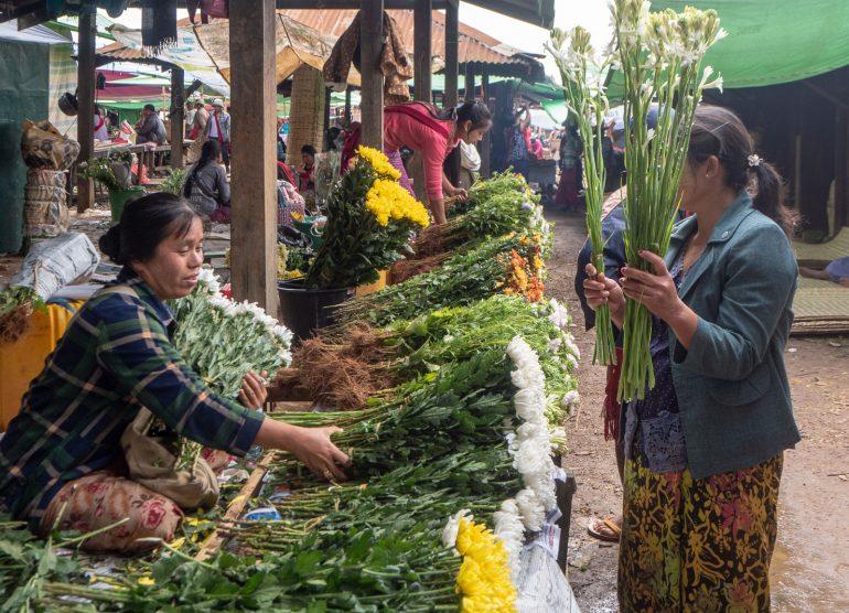 Heho Markkinoilla Myanmarissa