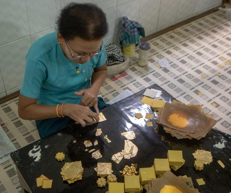 Lehtikullan valmistusta Mandalay