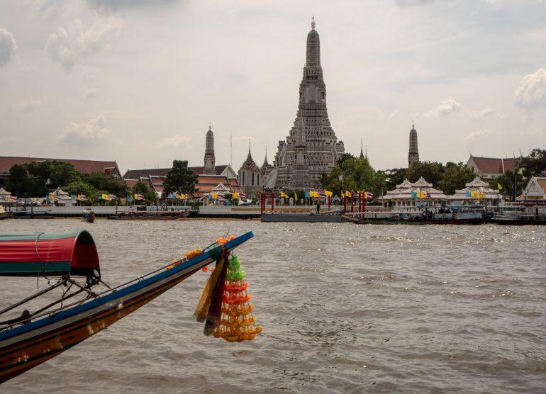 Wat Arun Bangkok - Bangkokin temppelit Chao Phraya -joen varrella