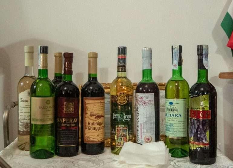 Uzbekistanilaisia viinejä