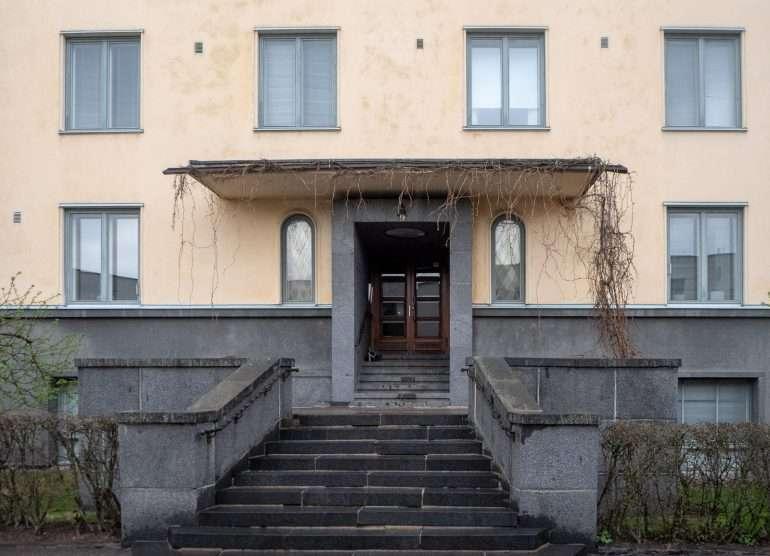 Välskärinkatu 9 Suomisen Olli asui täällä