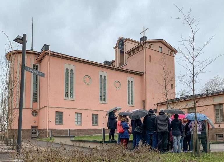 Töölön kirkko Suomisen Olli asui täällä