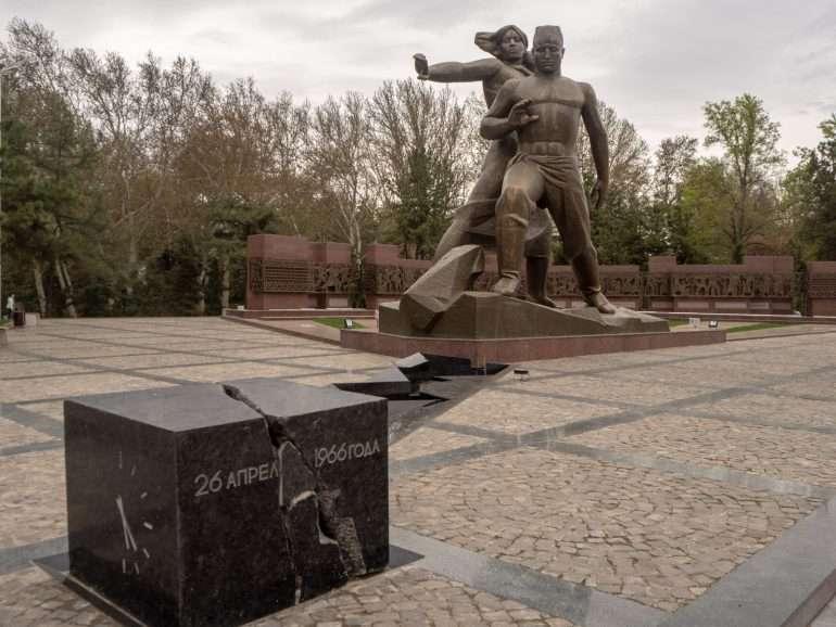 Tashkent maanjäristyksen muistomerkki