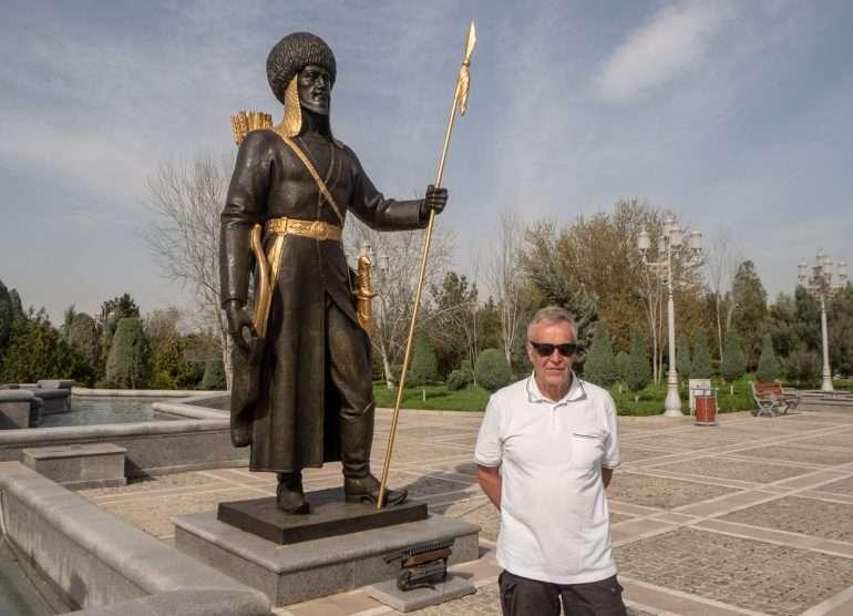 Ashgabat Itsenäisyysmonumentti