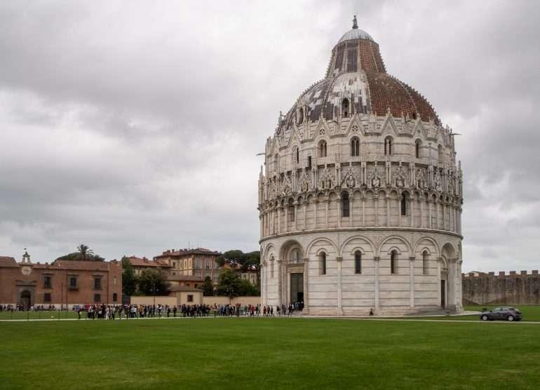 Pisa kastekappeli Pisan neljä ihmettä