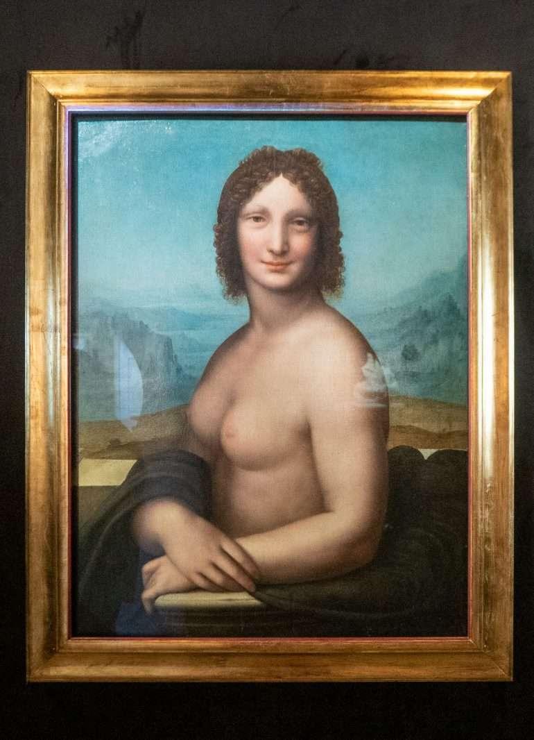 Nude Mona-Lisa Vinci ja Leonardon hiuskiekura