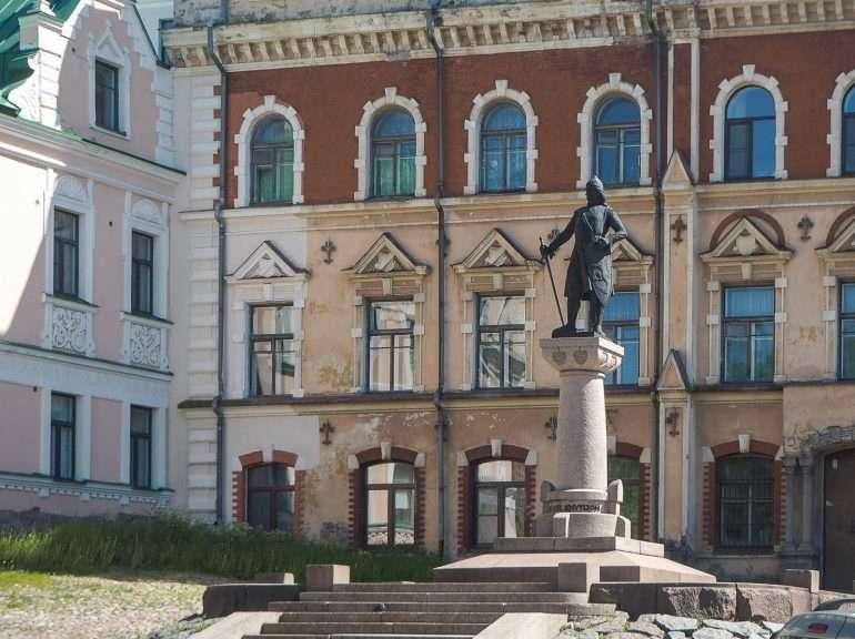 Torkkeli Knuutinpojan patsas