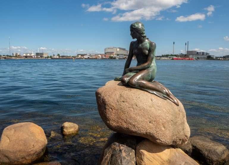 Pieni merenneito Kööpenhamina Kööpenhaminaa pyöräillen