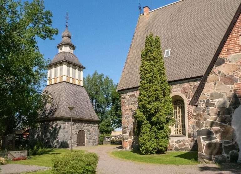 Lammin keskiaikainen kirkko ja hautausmaa