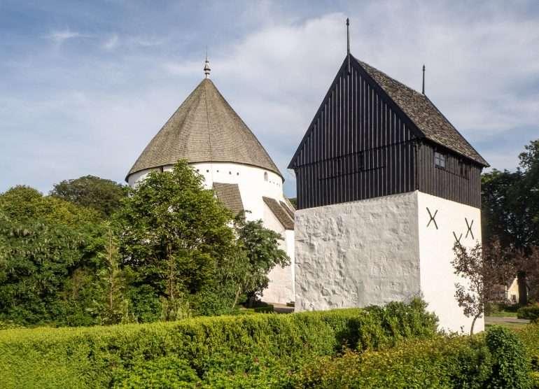 Österlars Church Bornholm kirkot ja majakat