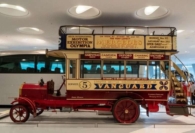 Mercedes Benz museo Bussi automuseo Stuttgart