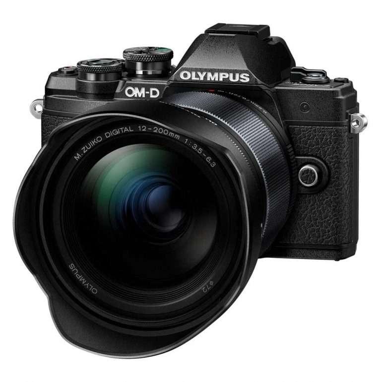 Olympus + 12-200 Matkavarusteita