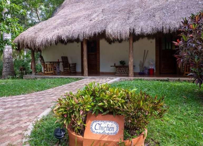Mayaland -hotelli Keski-Amerikan kiertomatkan kustannukset