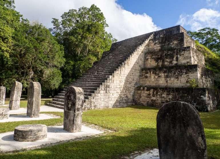 Tikal Complex Q Tikalin mayaraunioilla