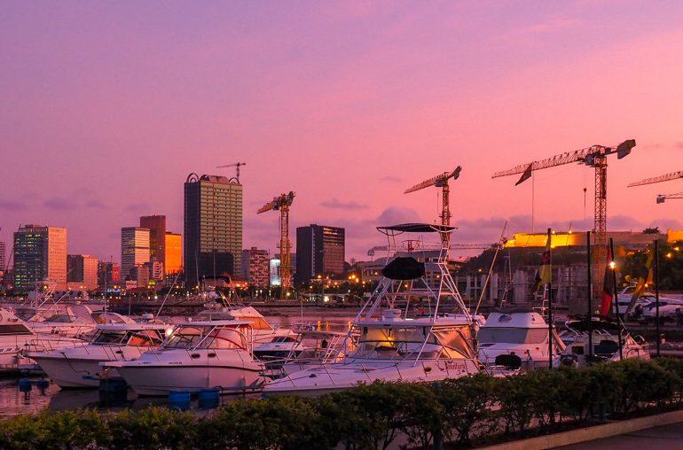 Angola ilta-auringossa